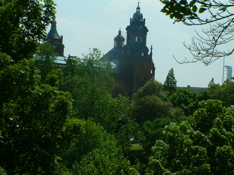 Kelvingrove Museum and Art Gallery from the opposite bank of the Kelvin