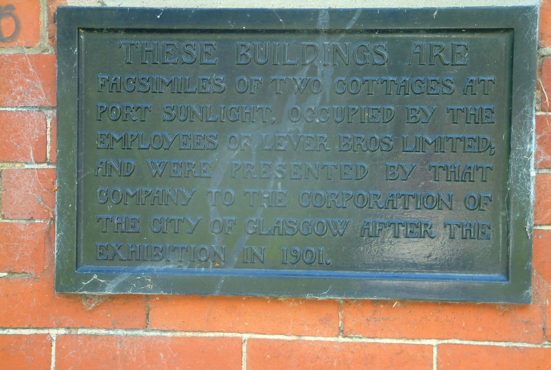 Plaque denoting the history of the Port Sunlight cottages in Kelvingrove Park.