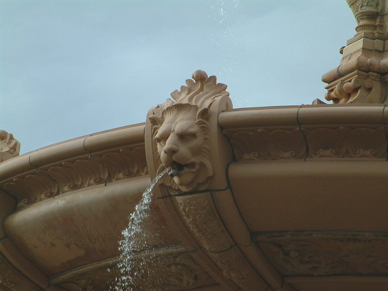 Glasgow Green - Doulton Fountain - Rim of the upper basin.