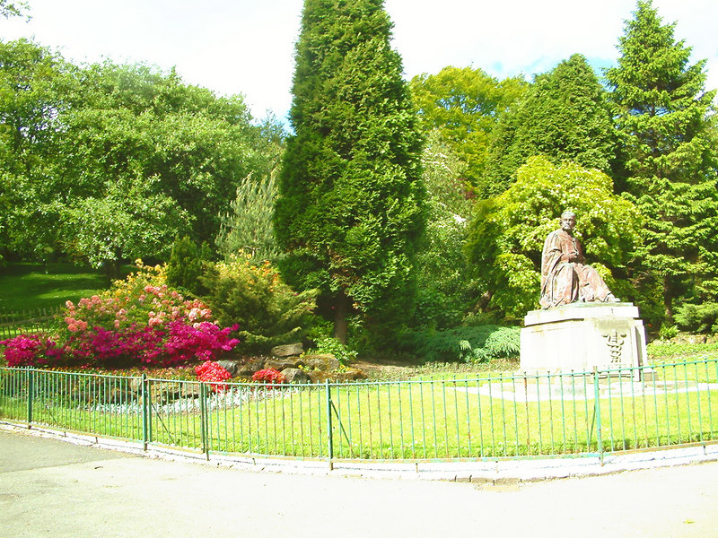 Kelvingrove Park with statue of Lord Lister