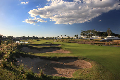 SanctuaryCovePalms_01Bunkers_1091