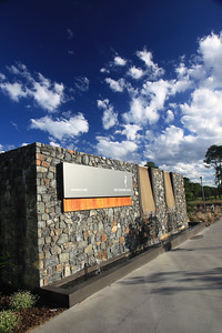 SanctuaryCovePalms_CHEntranceVert_1086