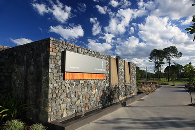 SanctuaryCovePalms_CHEntrance_1085