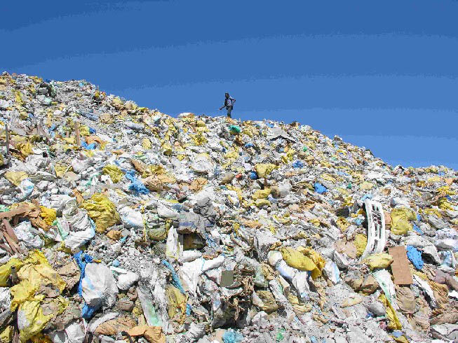 Mountains of waste pile up on the garbage island of Thilafushi