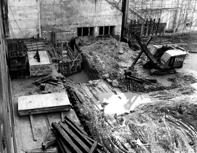 D124View of the cill works on the east side   30/12/1963