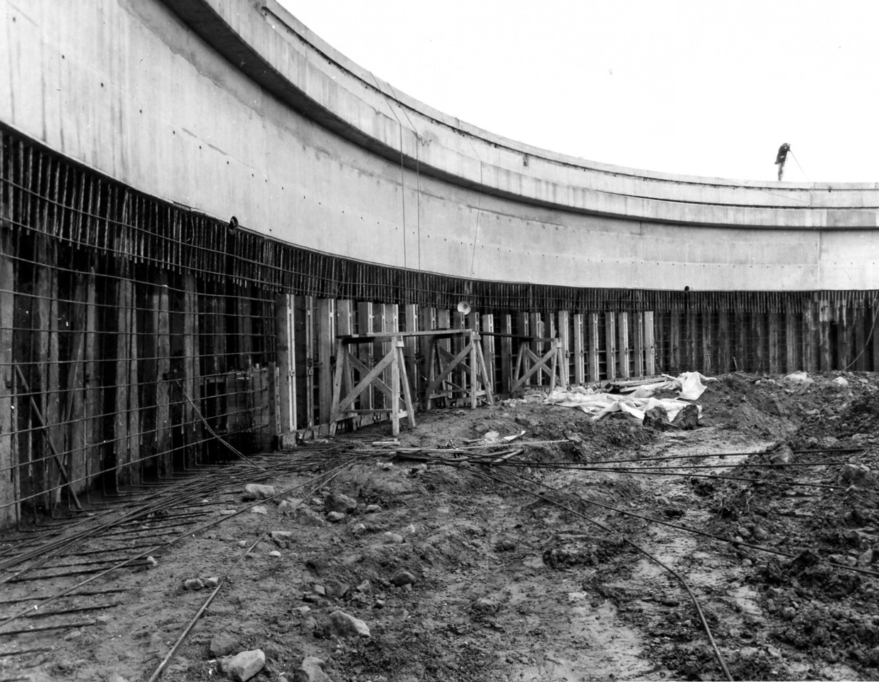 D067Shuttering commenced to arch wall   31/12/1962