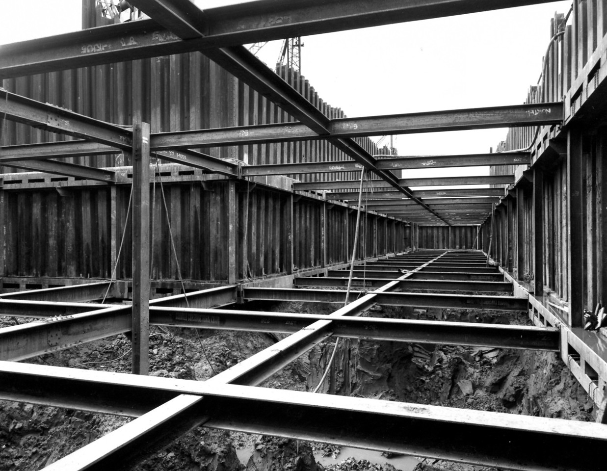 D022	Steelwork bracing inside entrance cofferdam  23/5/1962