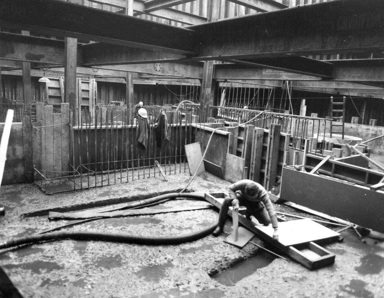 D058	Entrance works - east roundhead, preparations in progress for concreting up to pumphouse floor level    27/11/1962