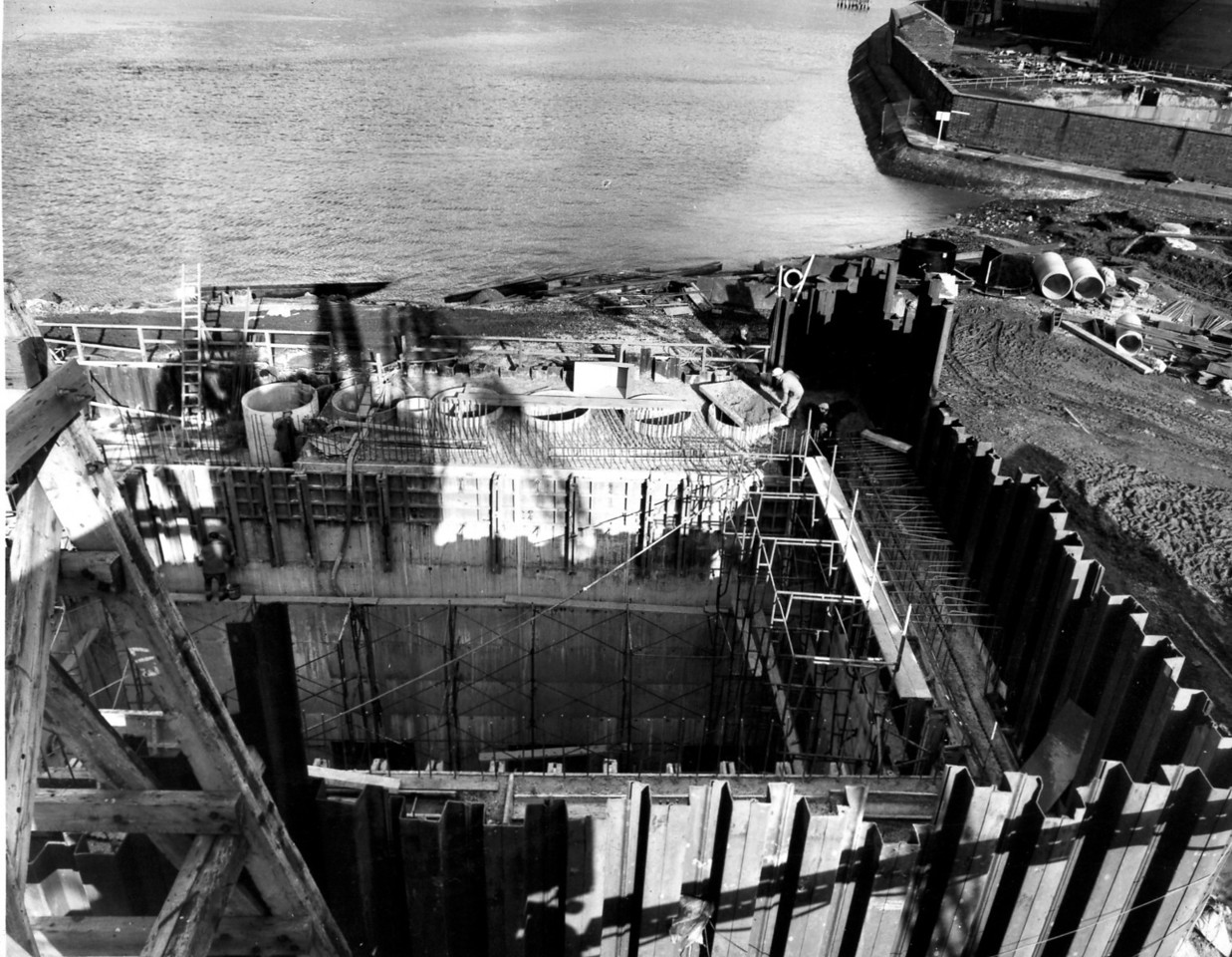 D080Entrance works - pumphouse - concreting in progress up to soffit of roof   30/3/1963