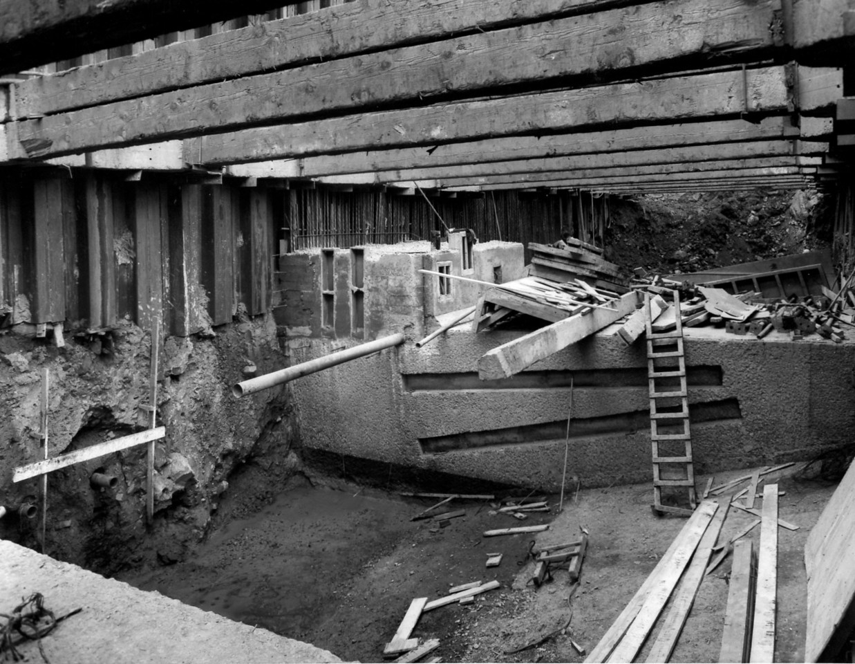 D091Toe wall west side - sewer pipes placed in lift shaft    30/5/1963