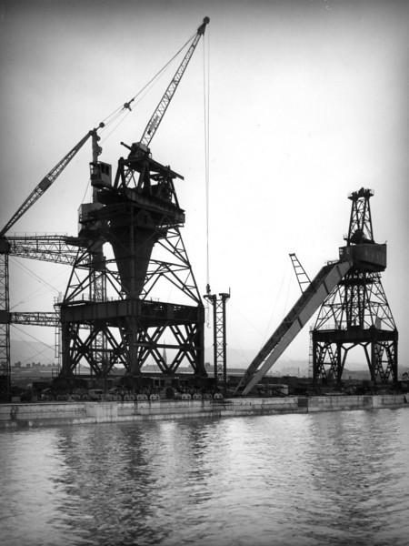 Q031Butters Contract - Crane erection in progress