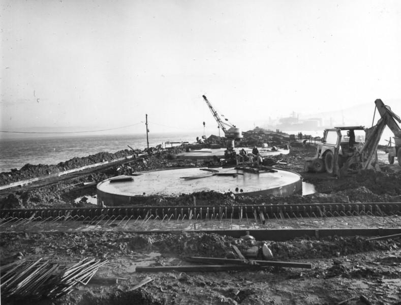T009Tank foundations concreted and work in progress on compound walls   21/12/1962