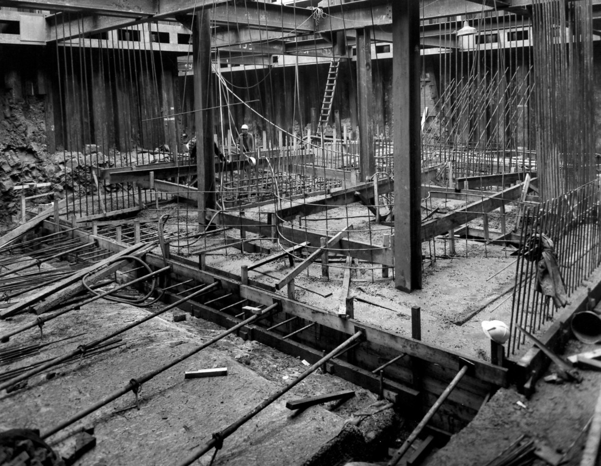 D042Entrance works - concreting suction chamber floor of pumphouse  25/9/1962