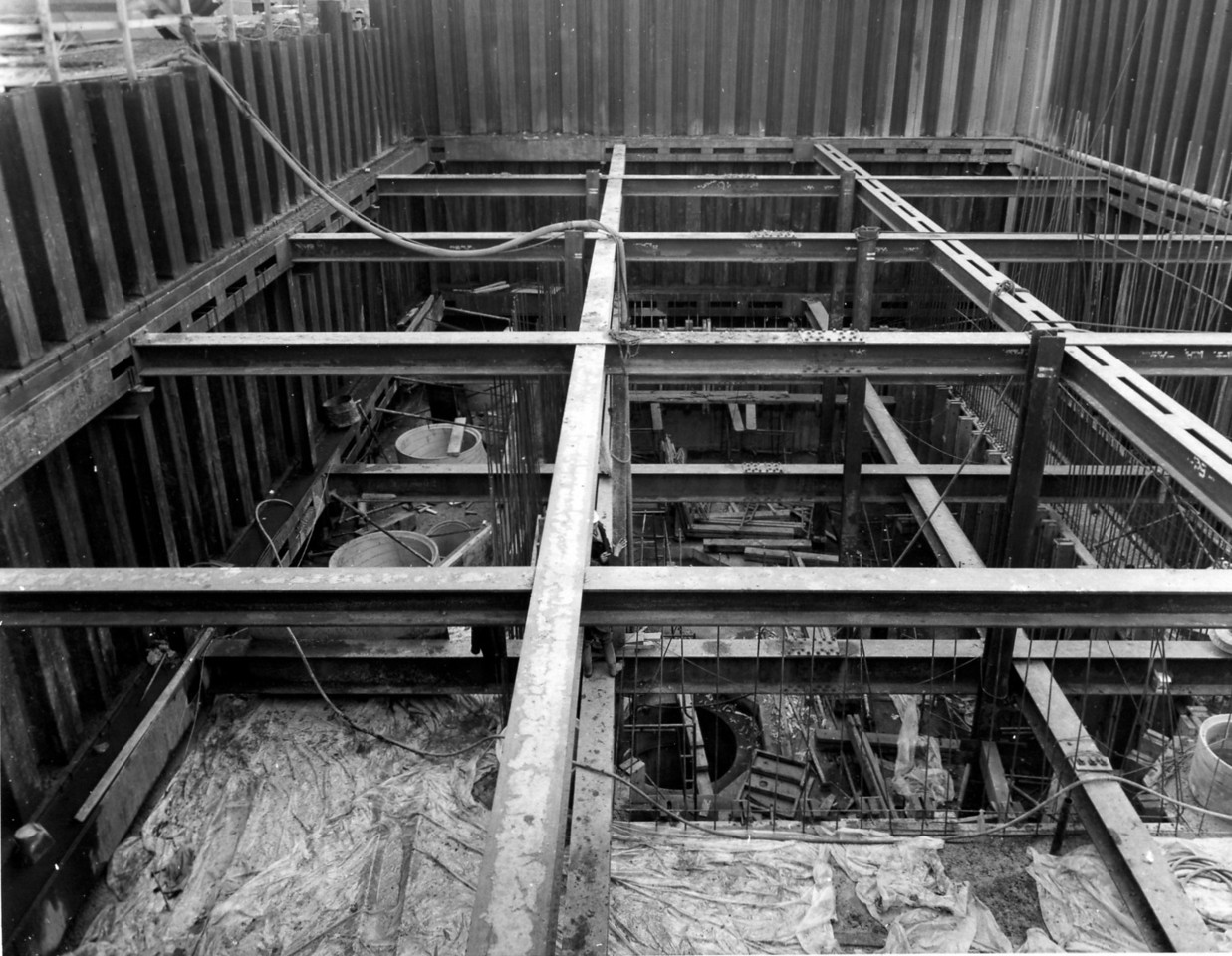D070	Entrance works - concreting of pumphouse almost completed up to 2nd bracing frame    31/12/1962