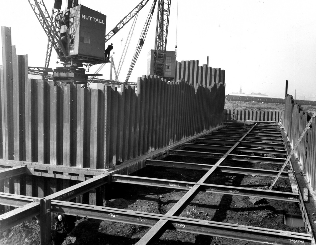 D017Steelwork bracing cill and east roundhead