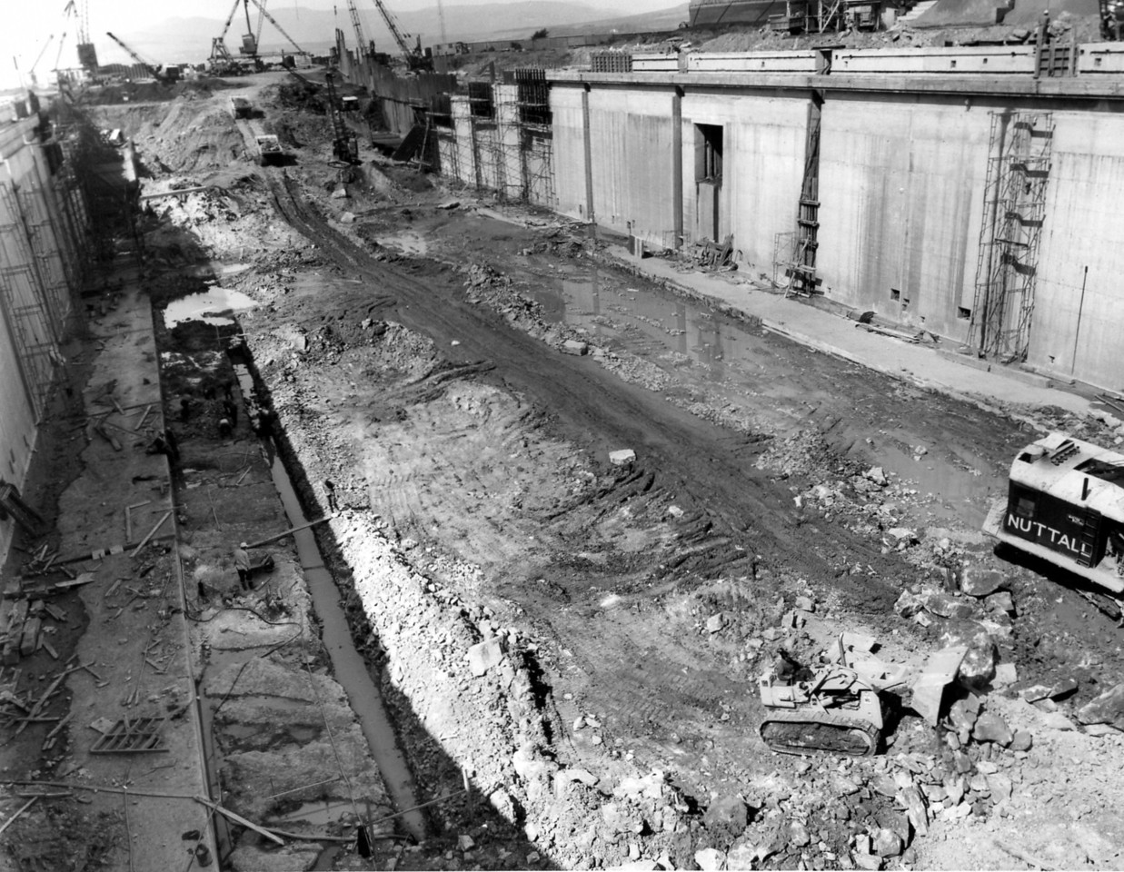 D090	Dock floor excavation in progress   30/5/1963