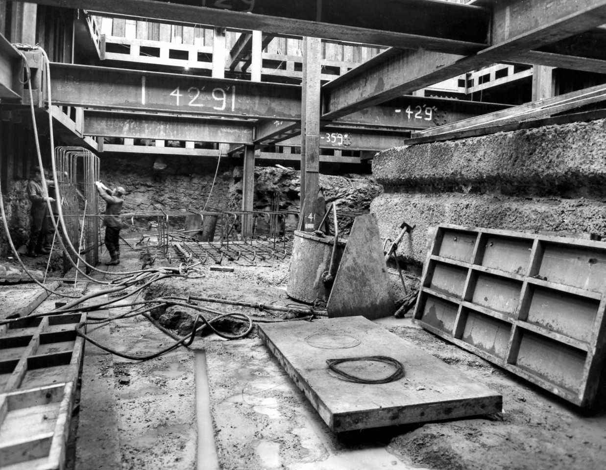 D049Entrance Works - concrete and reinforcements in west roundhead   25/10/1962