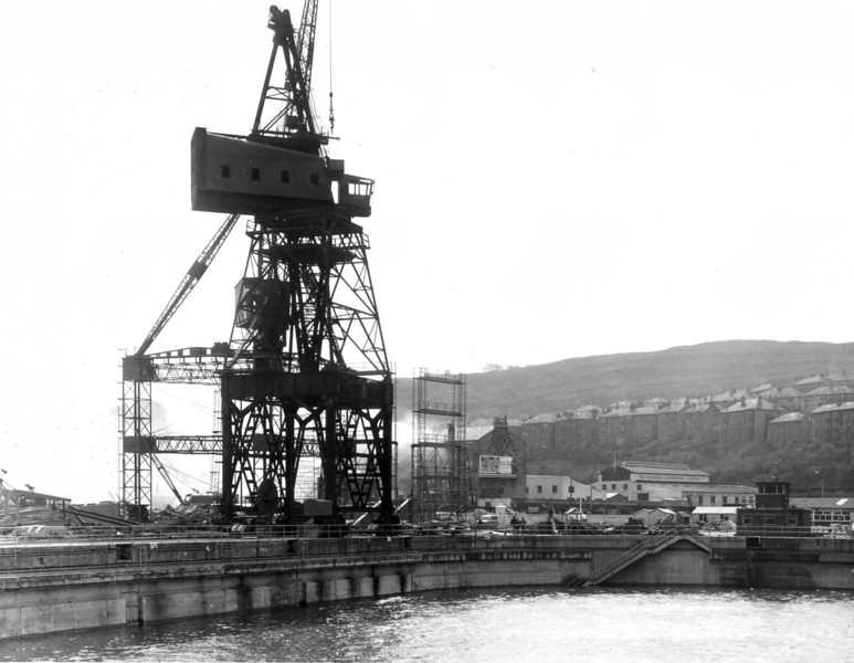 D149Butters erection - 15 ton crane on east side of dock - 5/5/1964
