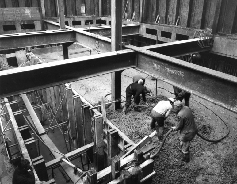 D056	Entrance works - west roundhead showing shackle store floor and fitting culvert being concreted   27/11/1962