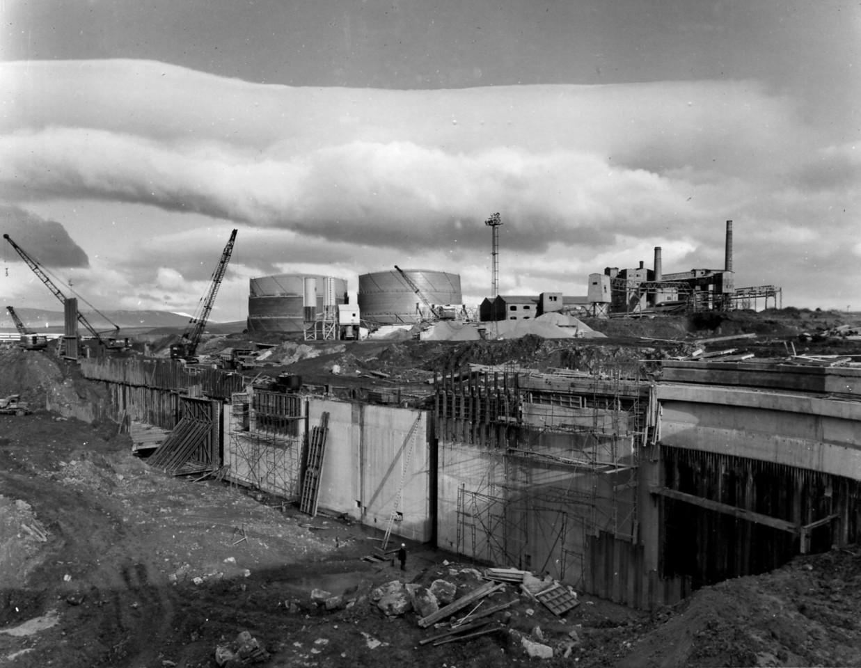 D066Dock wall and trench excavation - east side   31/12/1962