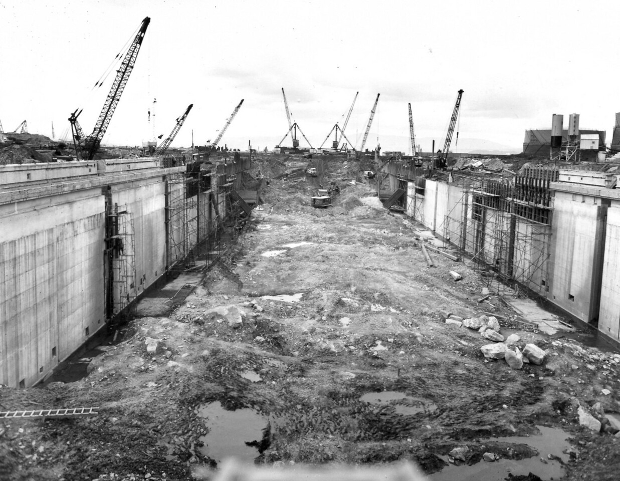D077	General view along centreline of dock    30/3/1963