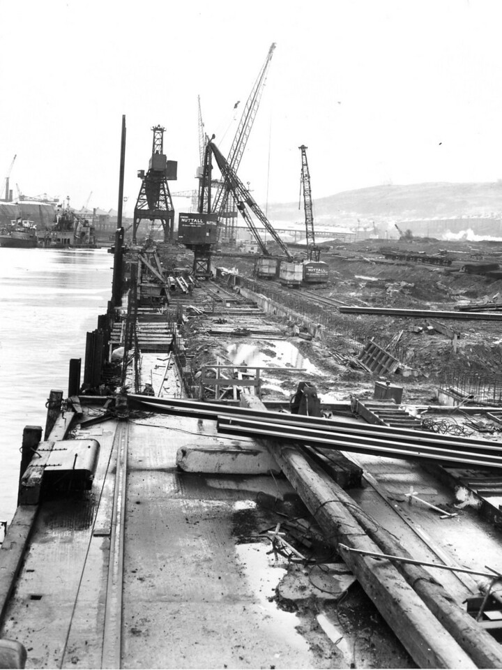 Q033	General view of Repair Quay from MSR Wharf   30/12/1963