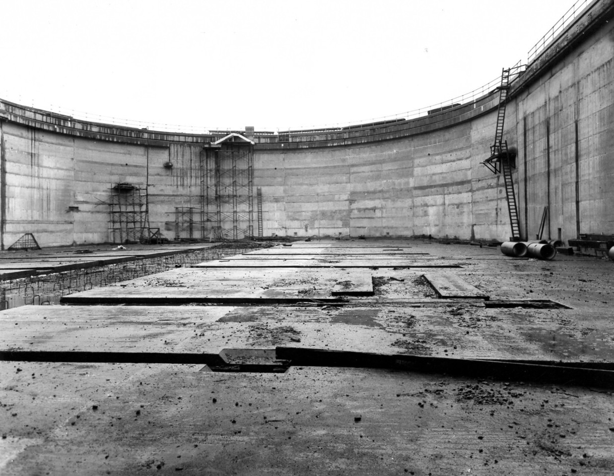 D100Concrete completed at arch wall   Sept 1963