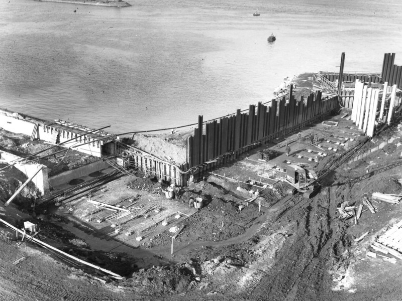 Q018Piling at Barge Berth - preparations for earthplate  27/2/1963