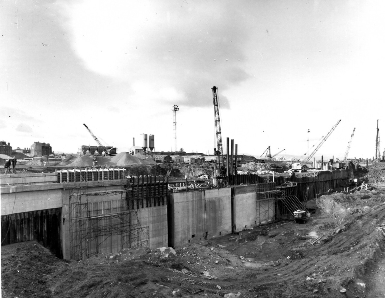 D066Dock wall and trench excavation - west side   31/12/1962