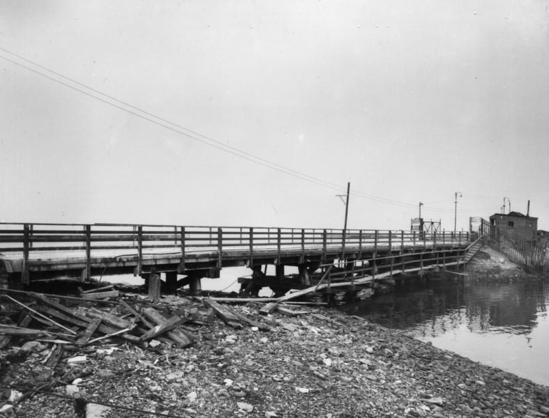 T005View of access bridge to Garvel Embankment after strengthening 25/9/1962