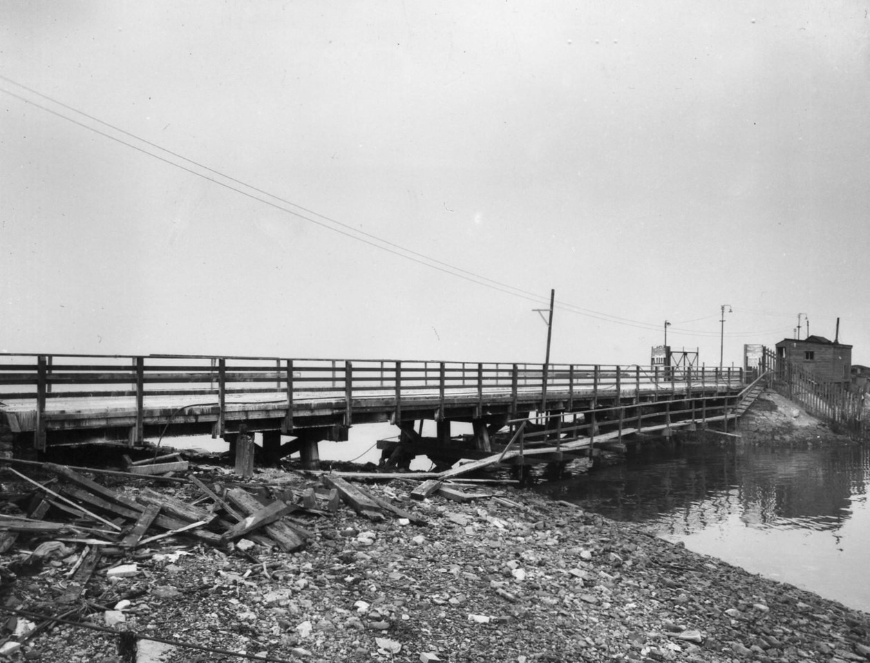 T005	View of access bridge to Garvel Embankment after strengthening 25/9/1962
