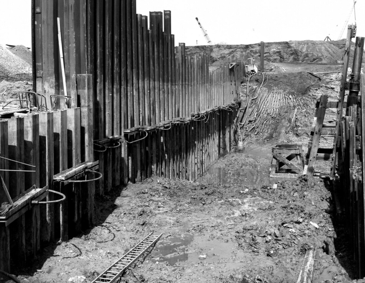 D025	Excavation & piling in progress on west side 23/5/62
