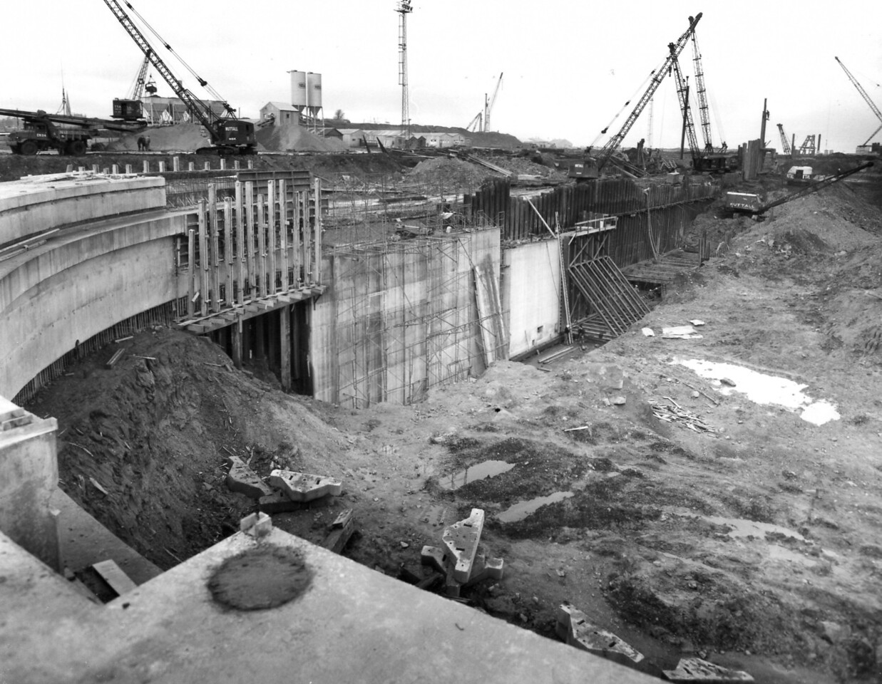 D054Dock wall and trench excavation west side 27/11/1962