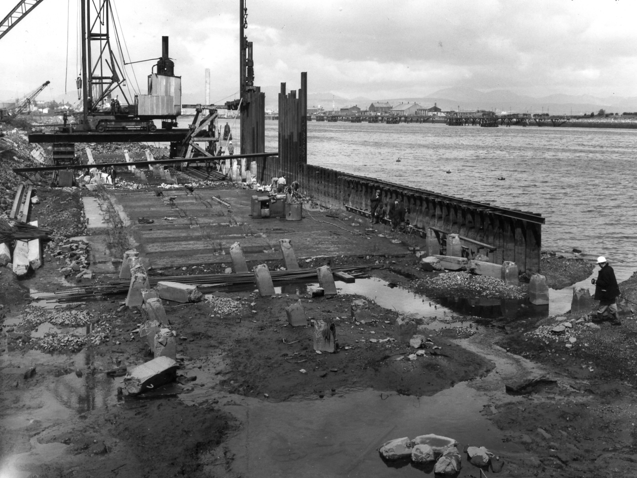 Q008	.General view of piling and blinding concrete at Repair Quay  23/5/1962