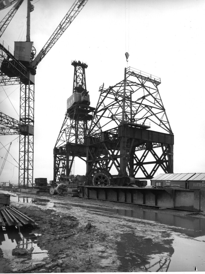 Q029	Butters Contract - Erection of 60 ton crane in progress   1/10/1963