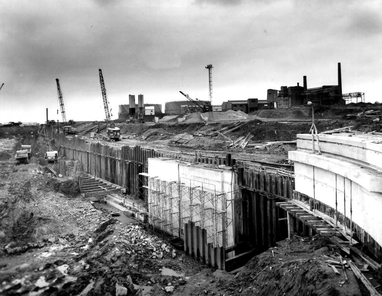 D052 Dock wall & trench excavation east side 25/10/1962