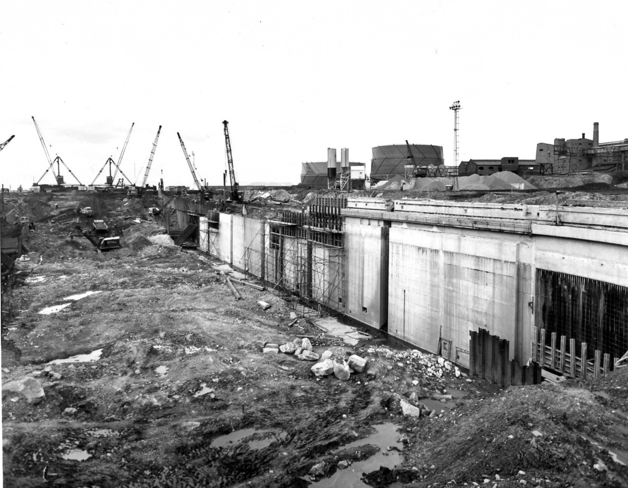 D078	Dock wall and subway - east side   30/3/1963