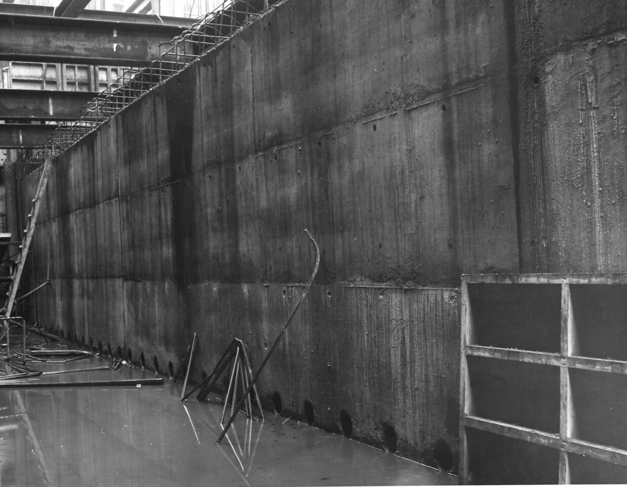 D063	Entrance works - Cill conctreted up to underside of fourth bracing frame  21/12/.1962