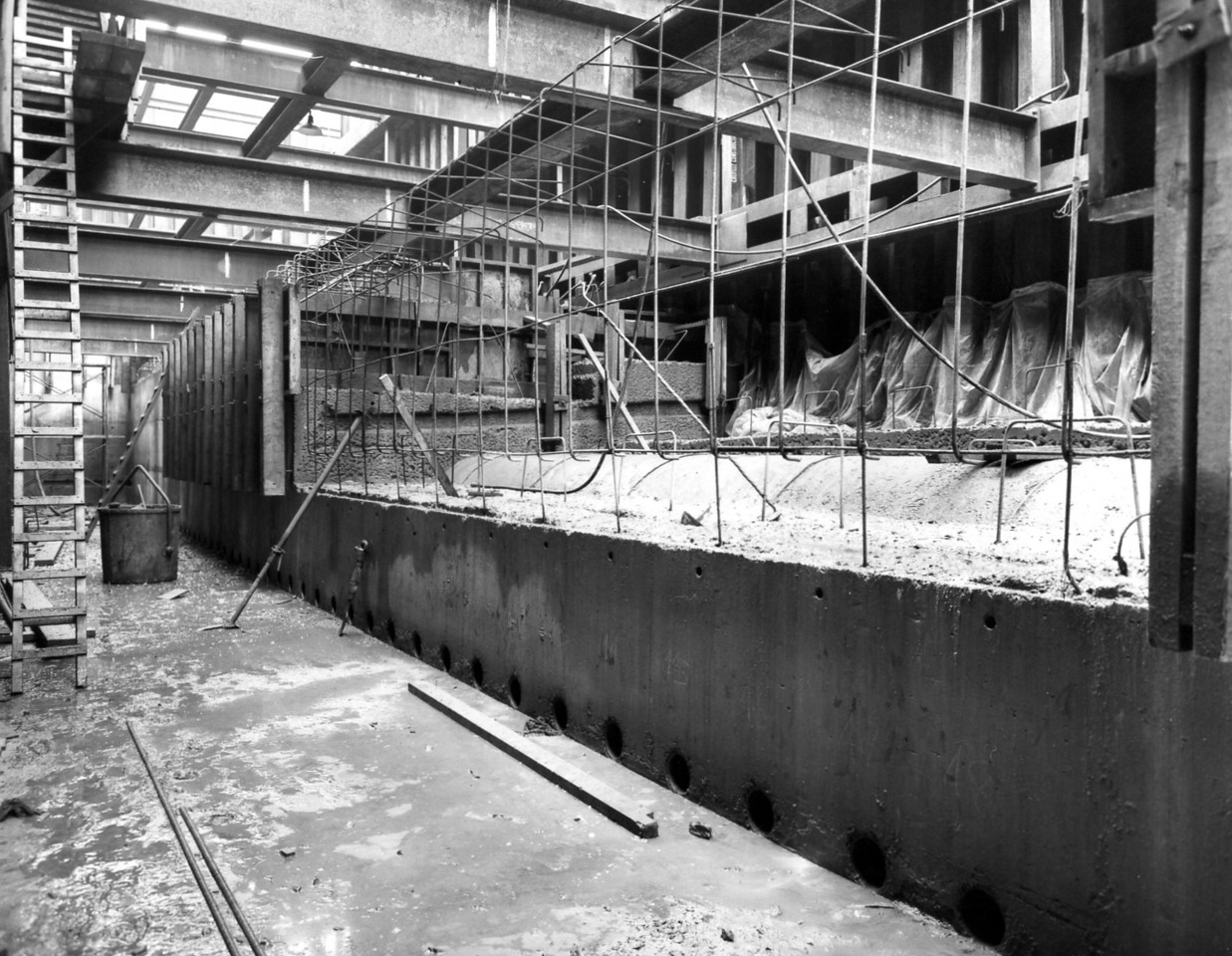 D057Entrance works concreting of cill in progress  27/11/1962