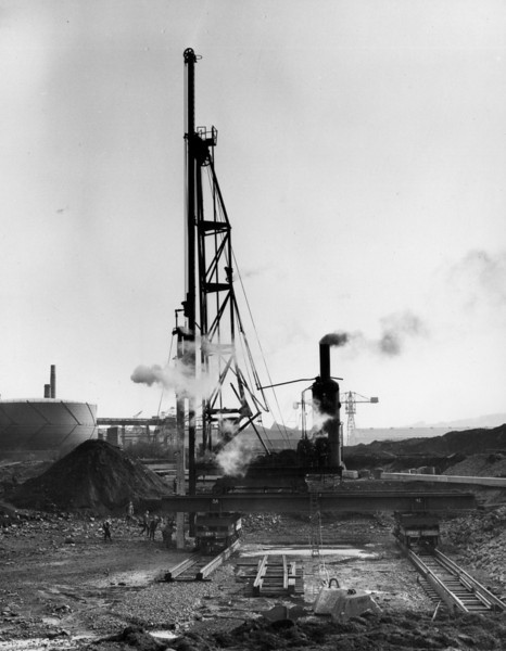 Q004Menck Frame - driving the first 65 ft. pile  26/2/1962