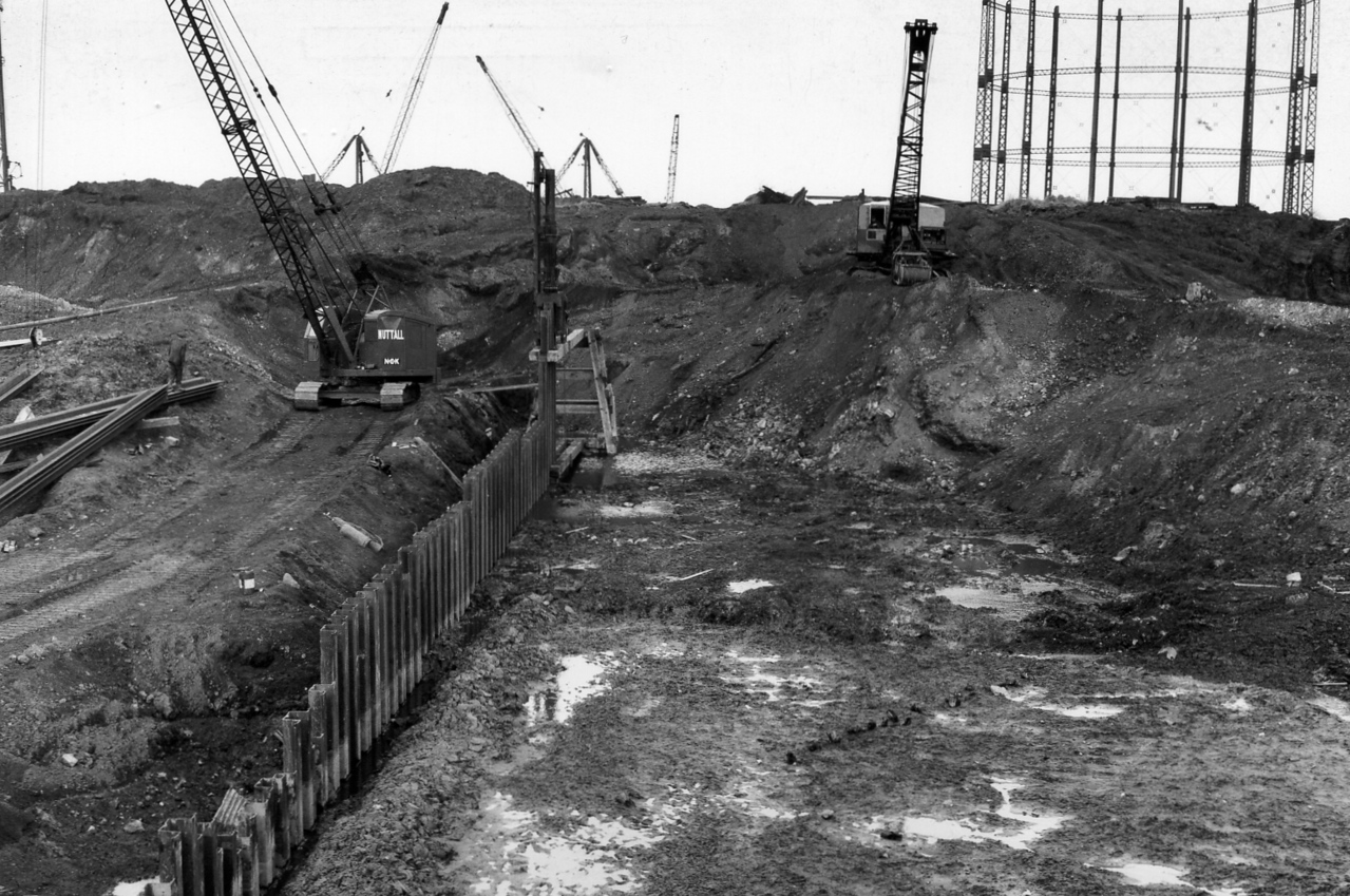 D010Temporary piling & excavation at east side of dock  26/2/1962