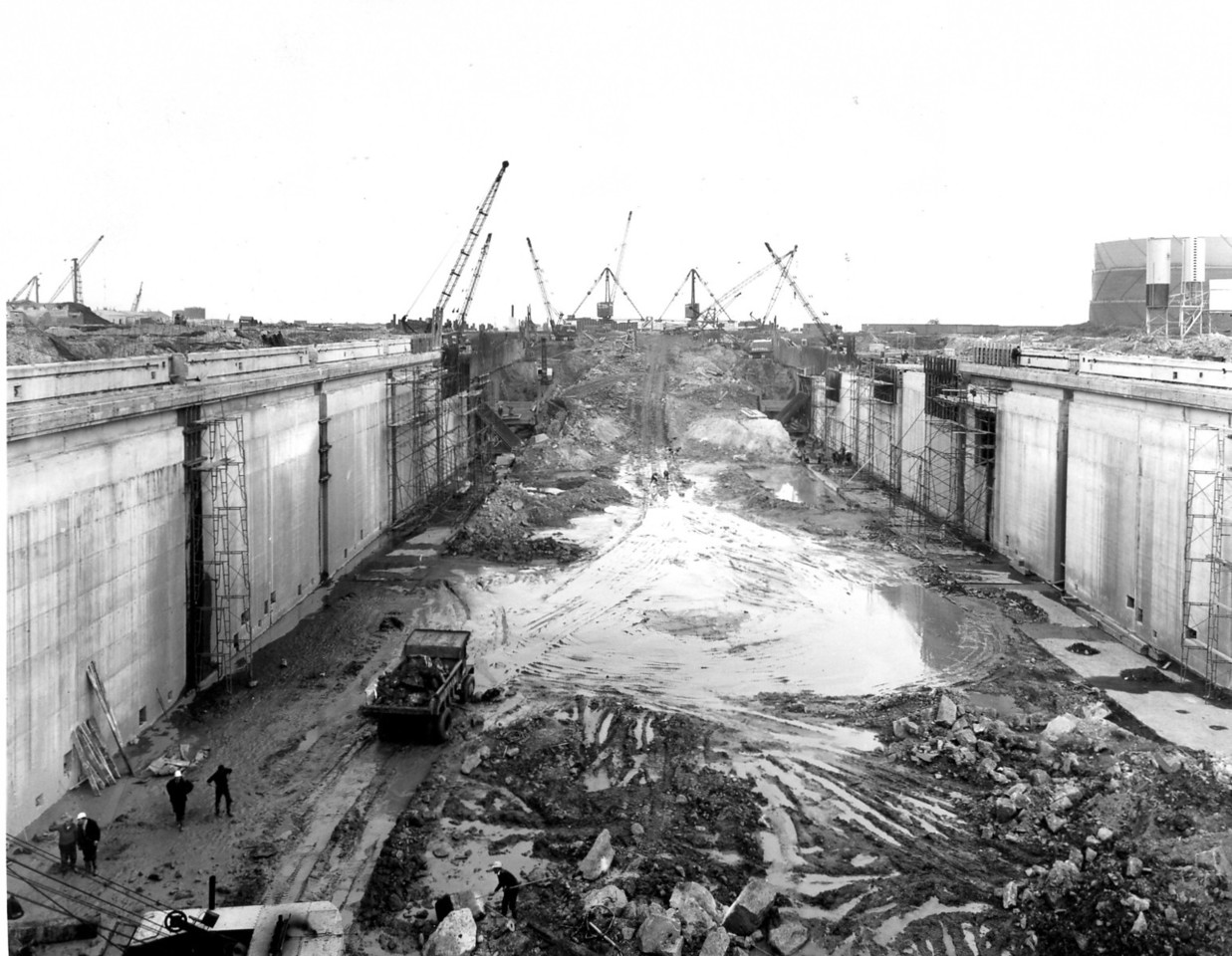 D082General view along centrline of dock looking north    29/4/1963