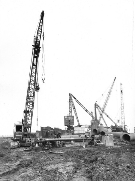 Q013Caledonian Drilling Co. Bade drilling rig at work at south east end of Barge Berth   25/9/1962