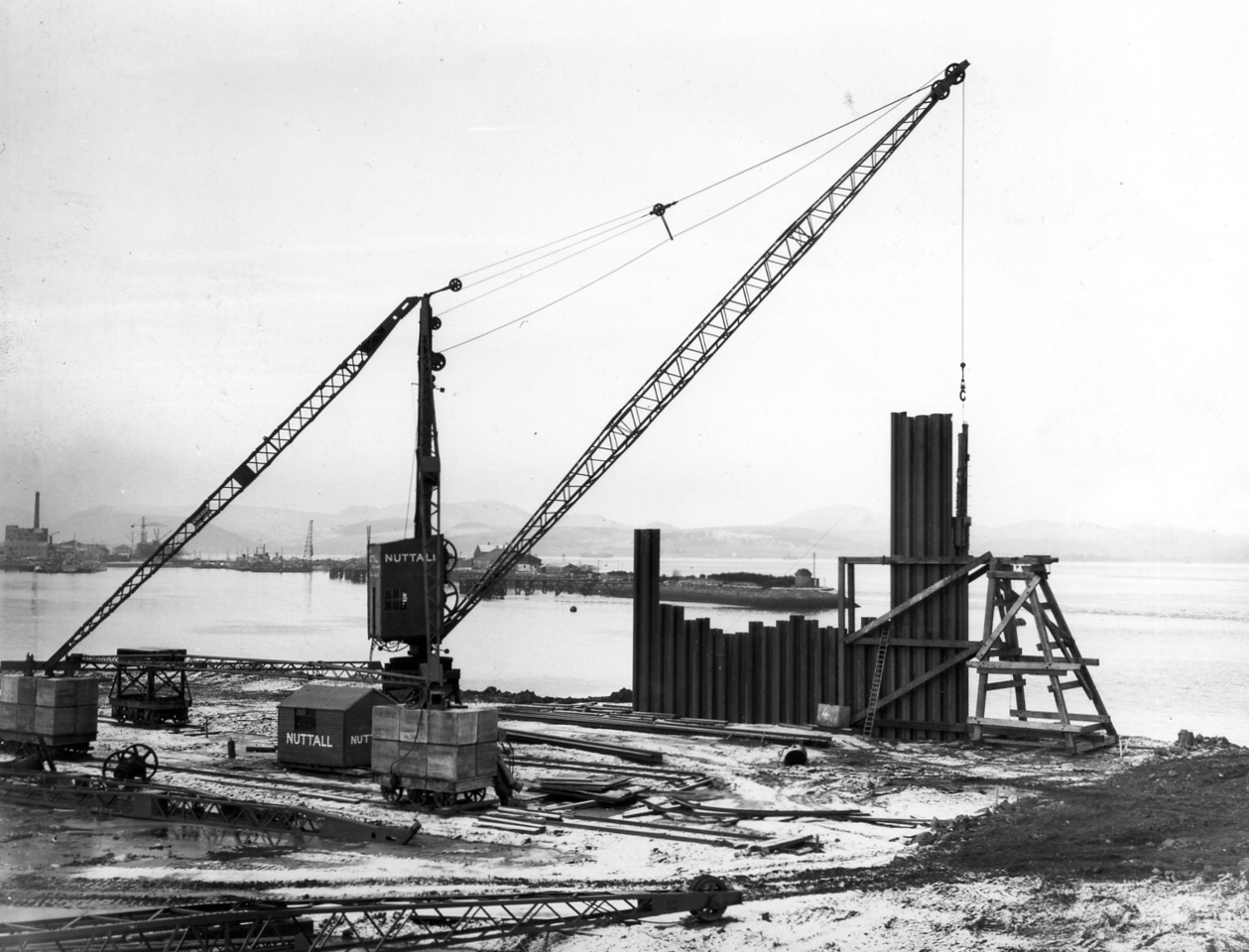 D003Piling at sill and east roundhead