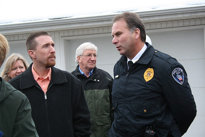 Steve Taylor, Franklin City Council president, talks with the Franklin police chief