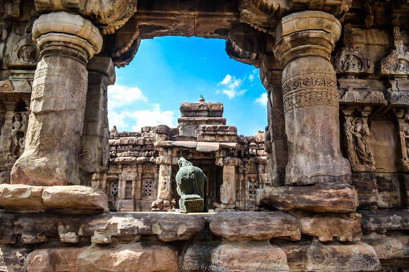 Perspectiva de los toros del templo Virupaksha