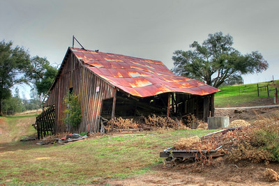 The rusty barn after post-processing with Photomatix Pro.