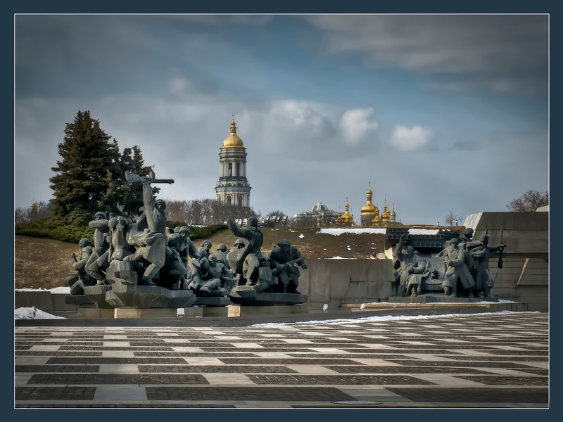 Guns and churches, Kyiv, Ukraine - HDR.