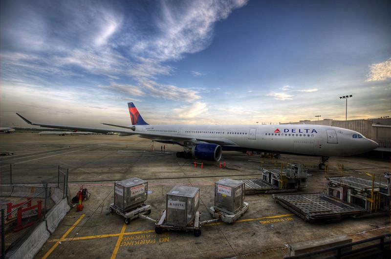 HDR: Delta Jet at Atlanta Hartsfield/Jackson International Airport.