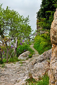 a path winds around Castelvecchio Di Rocca Barbena, Liguria, Italia